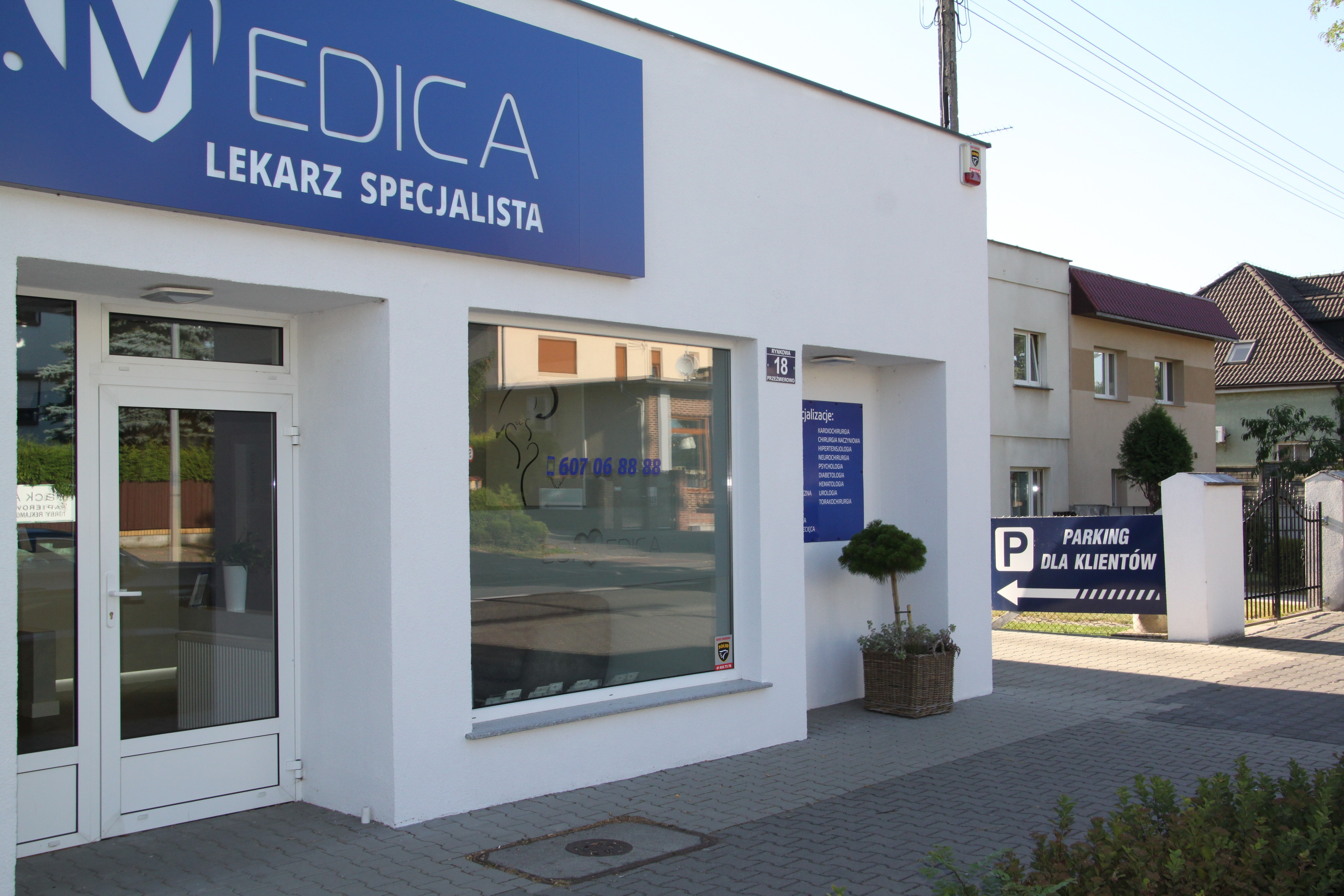 Przychodnia BOMedica Poznań/Przeźmierowo - gabinety lekarzy specjalistów - wejście do przychodni